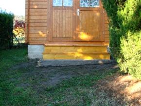 Nun ist das Gartenhaus, dank neuer Treppe bequem zu begehen