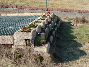 Sitzplatz mit Blumentreppe